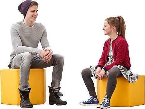 CBS Zwei Kids auf Sitzwürfeln für differenzierten Unterricht