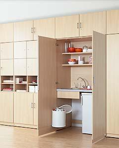 Schrankwand mit integrierter Kleinküche