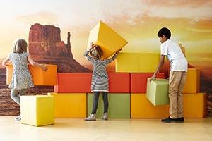 Kinder spielen in Pausen- und Rückzugsorten